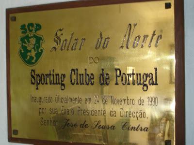 Placa descerrada pelo Presidente Sousa Cintra, em 24 de Novembro de 1990, aquando da inauguração official das instalações do Solar do Norte do Sporting Clube de Portugal